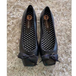 Madeline Stuart Black Bow Accent Shoes Size 7